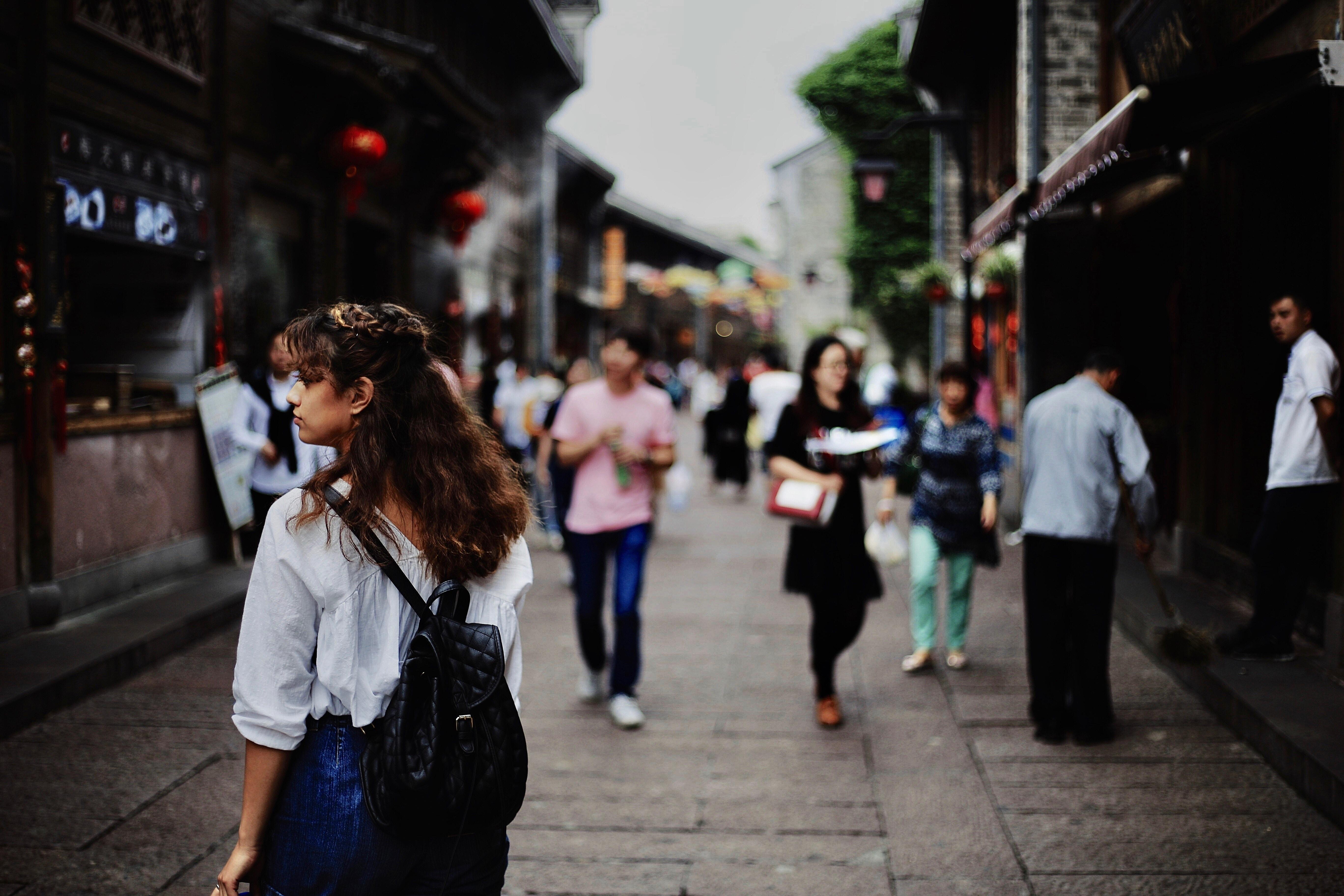 people shopping.jpg